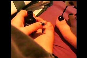 sister painting toenails